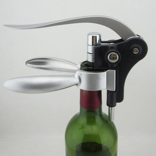 מתנות מיוחדות- פותחן יין יוקרתי