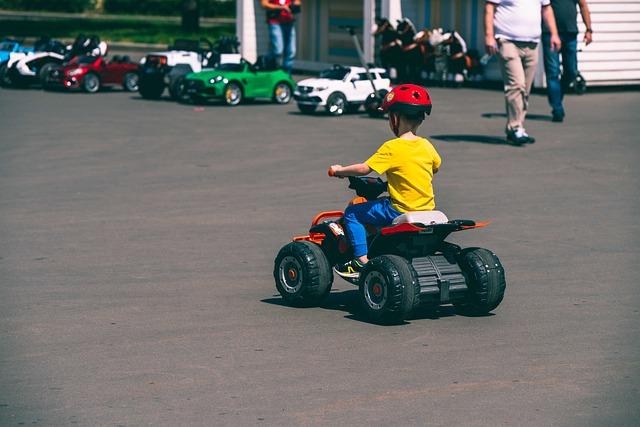 ממונע חשמלי הוא מתנה מקורית לילד בן 6